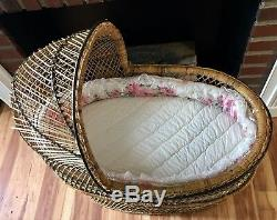 Vintage Natural Wicker Rattan Baby Bassinet w Quilted Fabric Pad NJ PickUp Only
